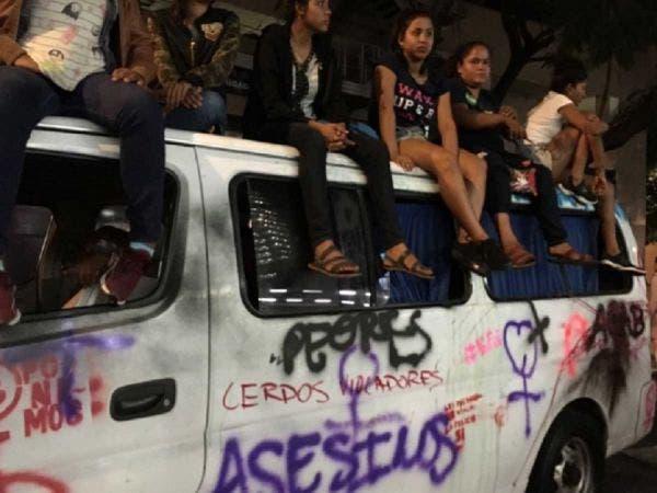 Feministas de Guerrero fueron a apoyar y destrozaron su camioneta