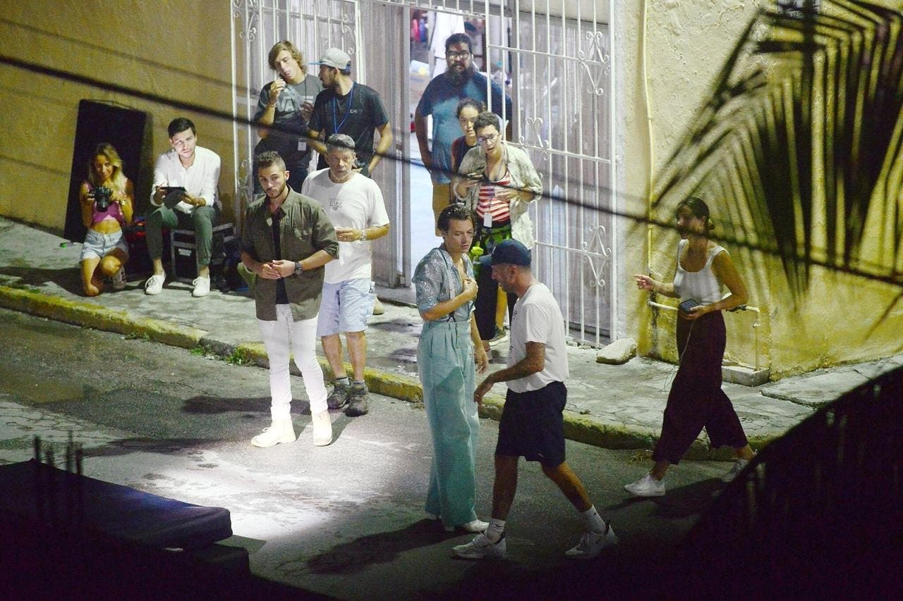Fotos de Harry Styles grabando video en Cancún