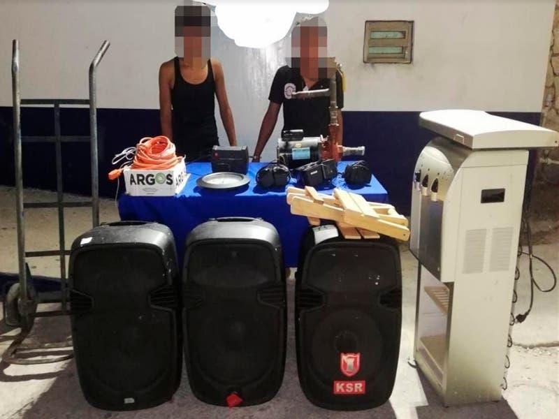 Detienen a jóvenes tras intentar roba mobiliario de una escuela en Cancún
