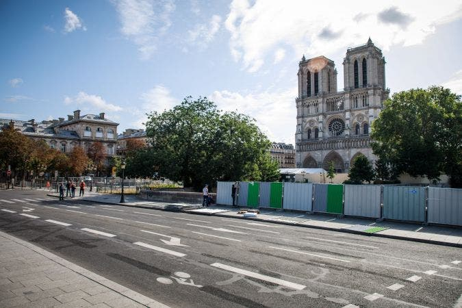 Temen colapso de la Catedral de Notre Dame en París