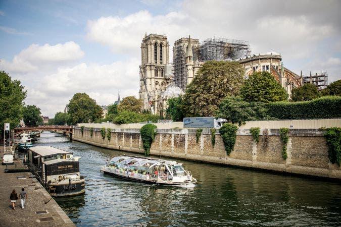Emblemática catedral, sitio obligado para los millones de turistas que visitan París y que tras el incendio corre el riesgo de derrumbarse.