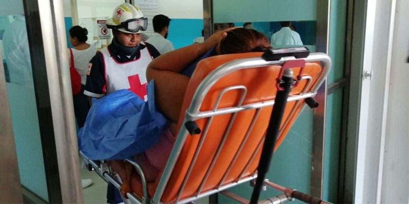 Como consecuencia de este atentado, una mujer identificada como Juana C.P., de 26 años, quien vende comida a los choferes del servicios público, resultó con una herida.