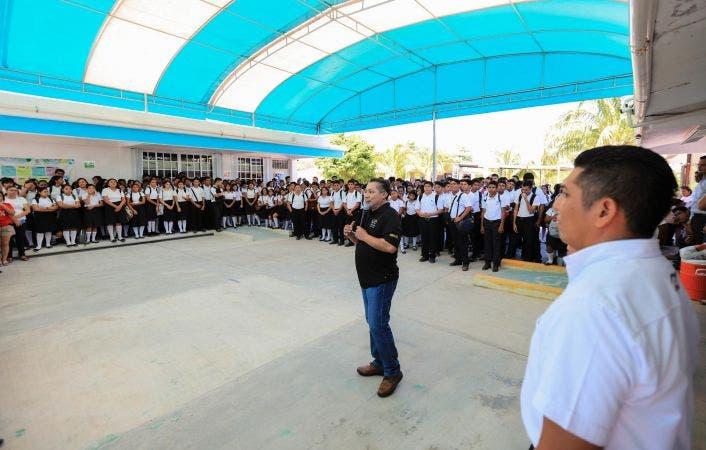 Organizan actividades recreativas y de aprendizaje en las que participan estudiantes del Colegio de Bachilleres.
