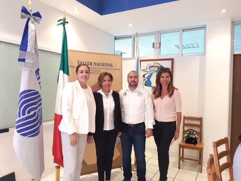 """El secretario de Desarrollo Económico y Turismo, Héctor Tamayo, participa en el taller """"Design Thinking"""" para el desarrollo de experiencias turísticas innovadoras, que tuvo lugar en la UT de Cancún"""