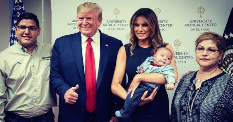 Sonrisa de oreja a oreja de Trump con bebé huérfano causa rechazo