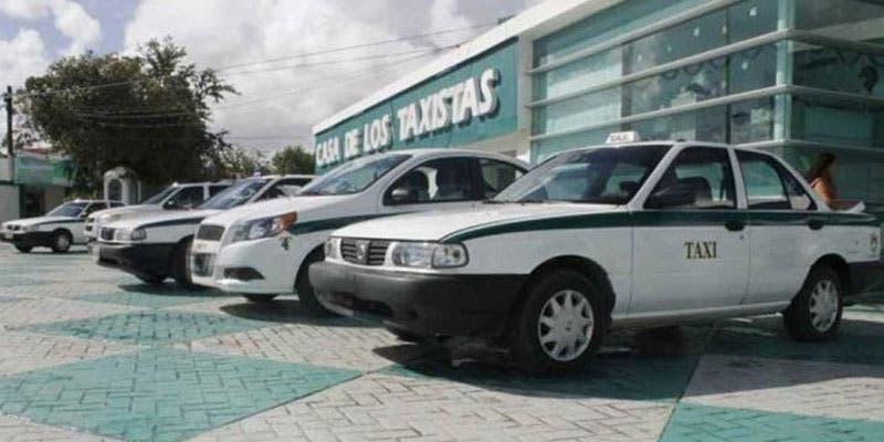 Raptan y violan a una joven a bordo de un taxi de Cancún.