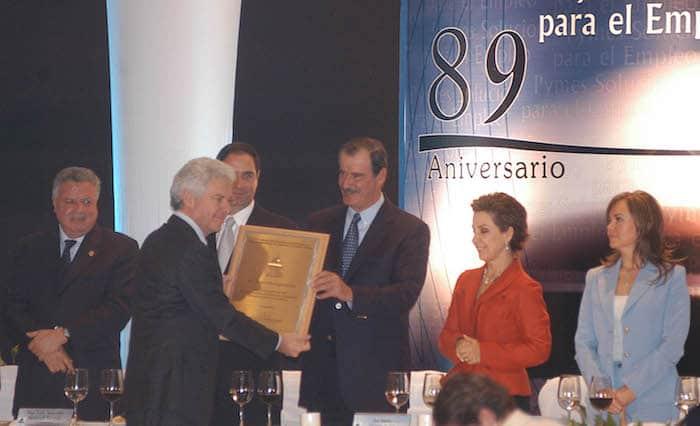 En noviembre de 2006, el ex Presidente Vicente Fox entregó un reconocimiento al empresario hotelero Gastón Azcarraga durante el 89 aniversario de la Concanaco.