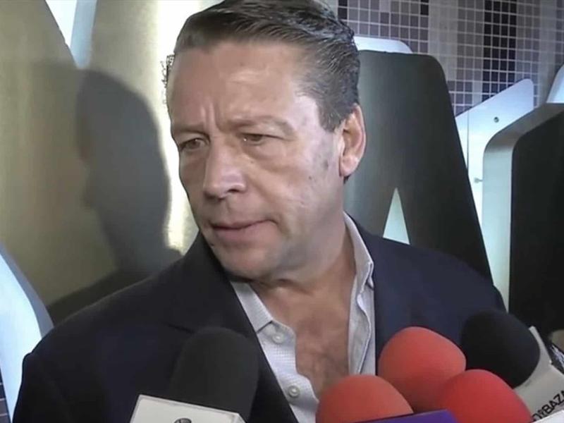 Alfredo Adame insulta a reportero que pregunta acerca de su miembro