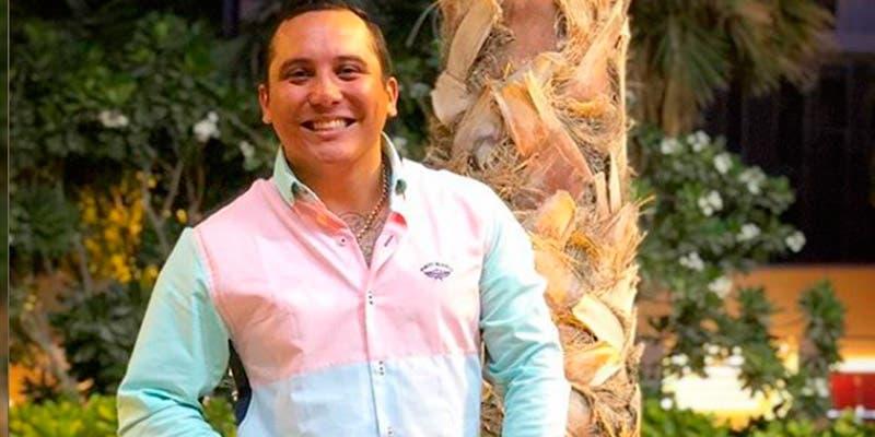 """Critican a Edwin Luna por su """"embarrada"""" vestimenta"""