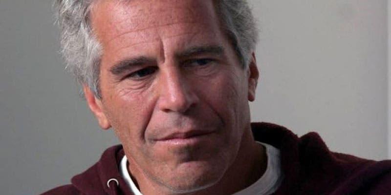 Se suicida en su celda Jeffrey Epstein, millonario acusado de pedofilia.