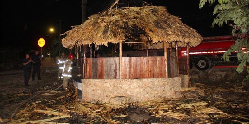 Incendian palapa policiaca en Felipe Carrillo Puerto.