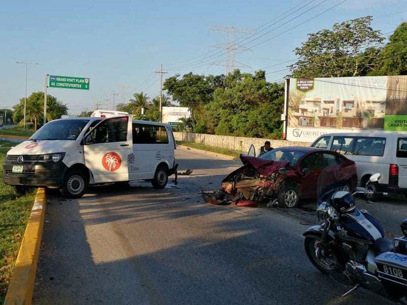 Dos lesionados en aparatoso choque carretero; aparentemente uno de los conductores involucrados dormitó al volante y se produjo el percance.
