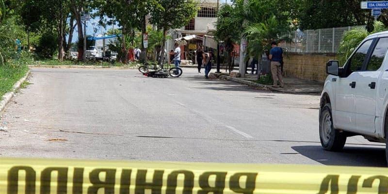 Atacan a balazos a policías en La Joya; muere uno.