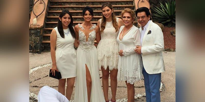 Aislinn Derbez exhibe una foto de su mamá con Eugenio Derbez