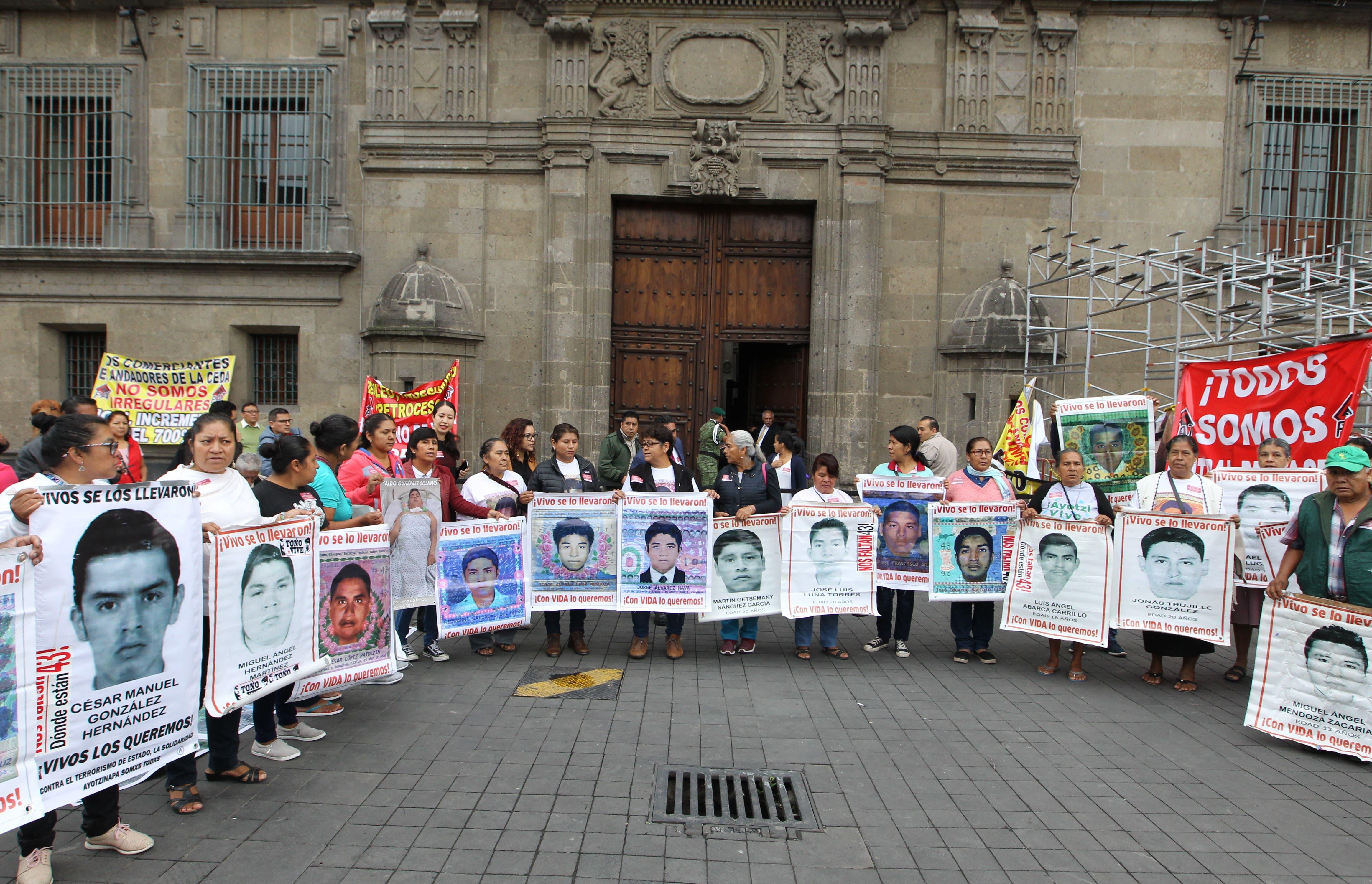 Normalistas de Ayotzinapa podrían permanecer en Guerrero: Encinas