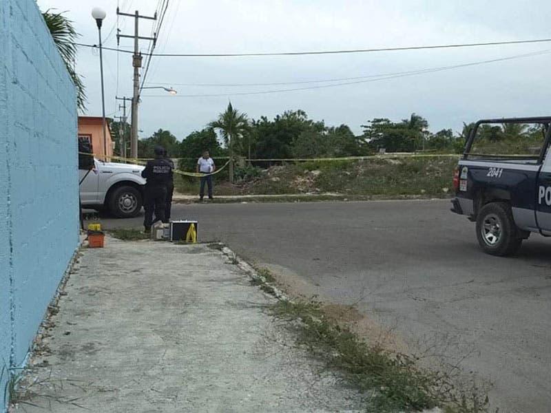 Investiga FGE el homicidio de una persona y lesiones a cuatro más en un domicilio del municipio de Felipe Carrillo Puerto.