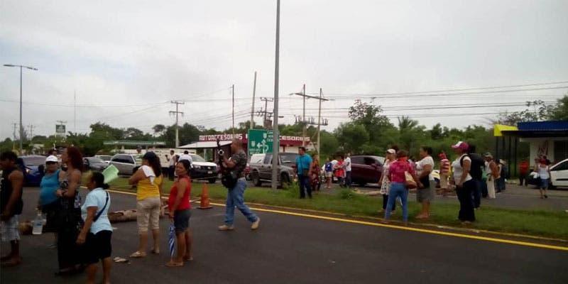 Levantan bloqueo de la carretera federal a la entrada de Chetumal.