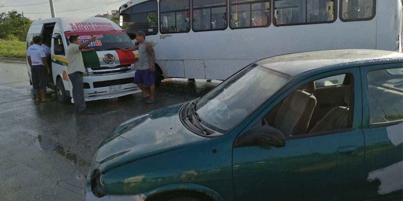 Lesionados 10 pasajeros en una carambola en la región 259.