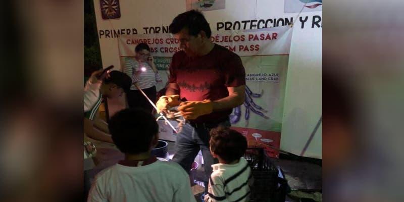 Primera jornada de este año de protección al cangrejo azul en Isla Mujeres