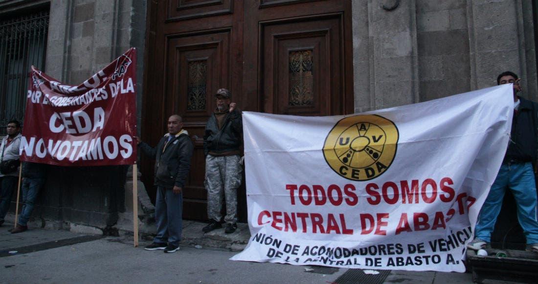 """Comerciantes de la Central de Abasto, """"se pasaron, tache"""": AMLO"""