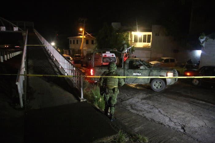 Los hechos ocurrieron alrededor de las 04:40 de este viernes, cuando un comando ingresó al inmueble, que supuestamente también era utilizado como un lavado de autos, y abrió fuego contra las personas que se encontraban en el interior.