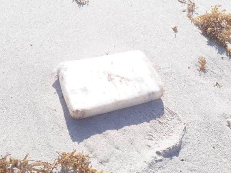 Recala paquete de cocaína en playa de Cozumel; la droga fue hallada por personal militar que realizaba su rondín cerca de Punta Molas.