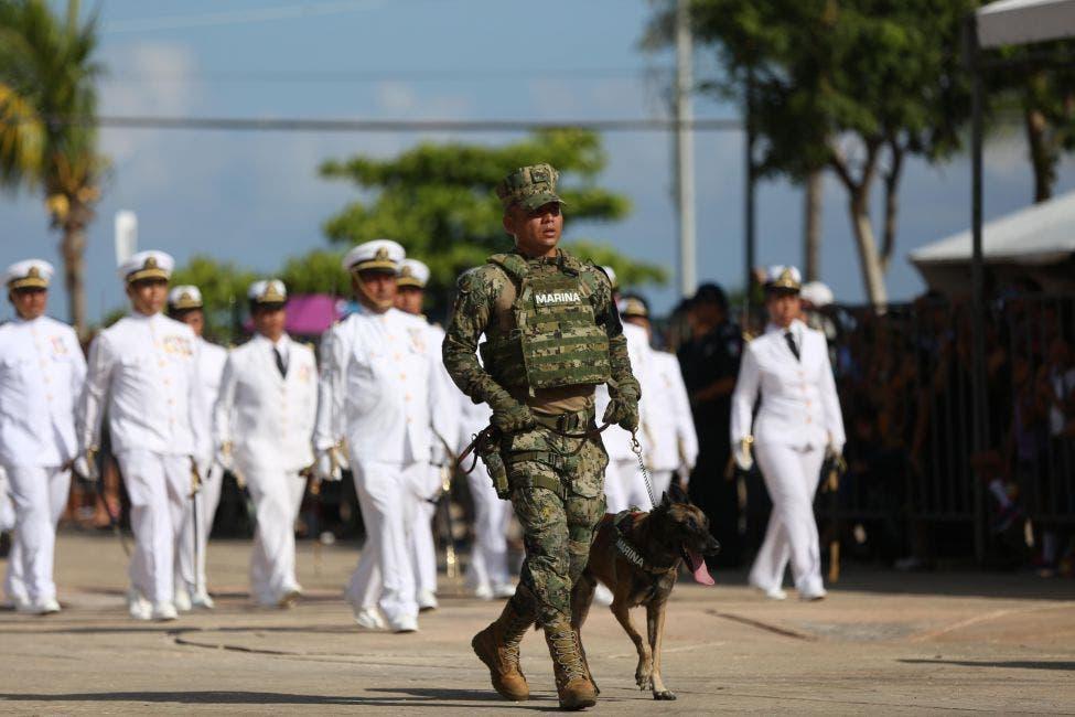 Desfile militar en Cozumel