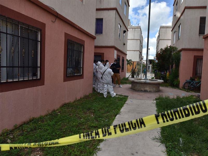 """Vecinos de la región 107, manzana 45, edificio """"C"""", reportaran que de un departamento se desprendían malos olores."""
