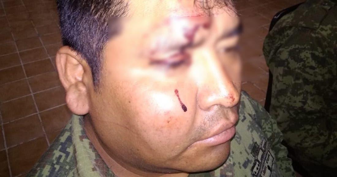 Saqueadores agreden a militares en Querétaro: Vídeo