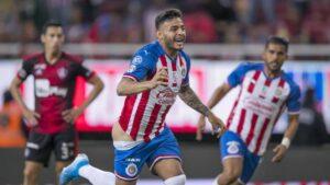 Alexis Vega enseñó las n4chas tras golazo en Chivas vs Atlas: Memes