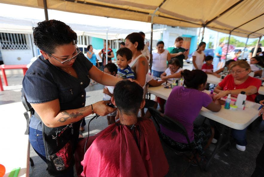 Con la participación de varias dependencias municipales se brindó corte de cabello, valoración de la vista y entrega de lentes, así como vacunación de mascotas, entre otros apoyos gratuitos