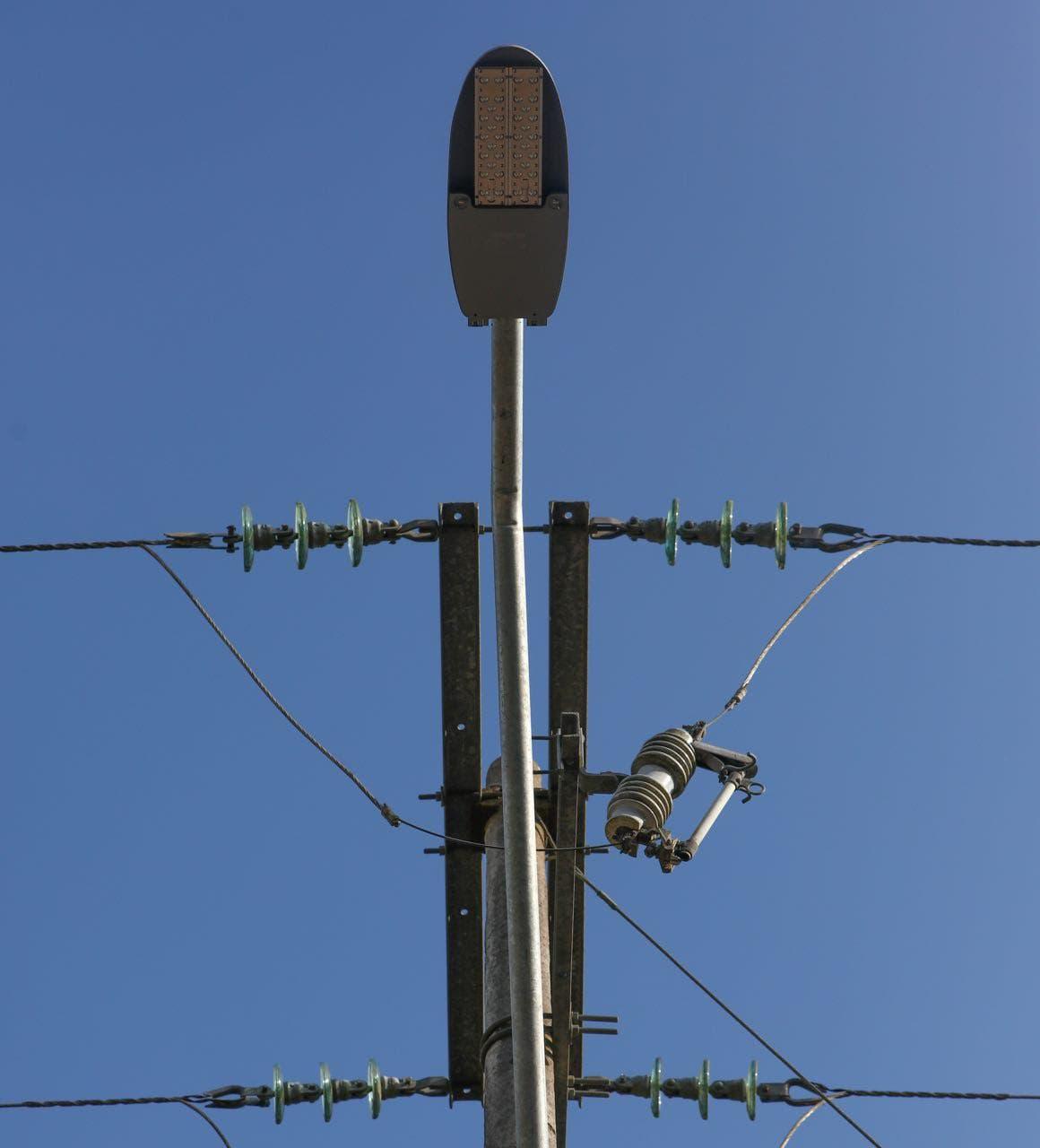 Instalación de luminarias tipo Led a lo largo de casi dos kilómetros