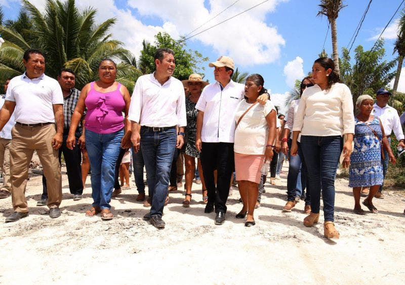 El gobernador revisó obras de pavimentación en diversas colonias