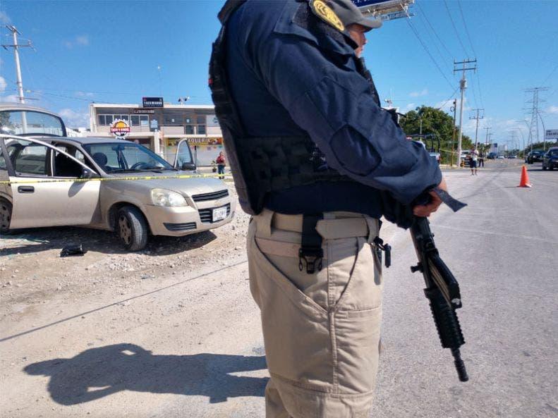 Balean a colaborador de agencia turística en intento de robo; los hechos se registraron esta mañana en la avenida Huayacán de Cancún.