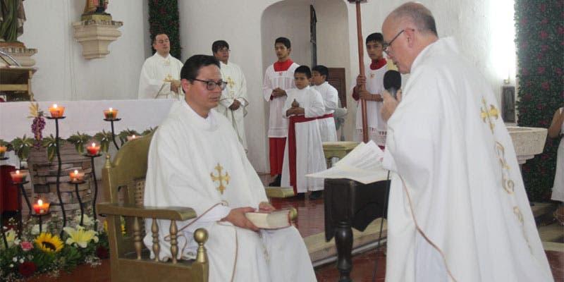 Sacerdote estadounidense asume titularidad de la Santa Cruz.