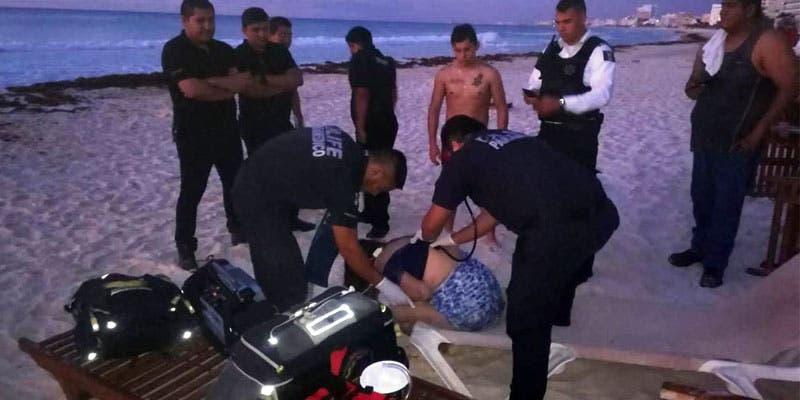 Frustran suicidio de mujer en playa Gaviota Azul.