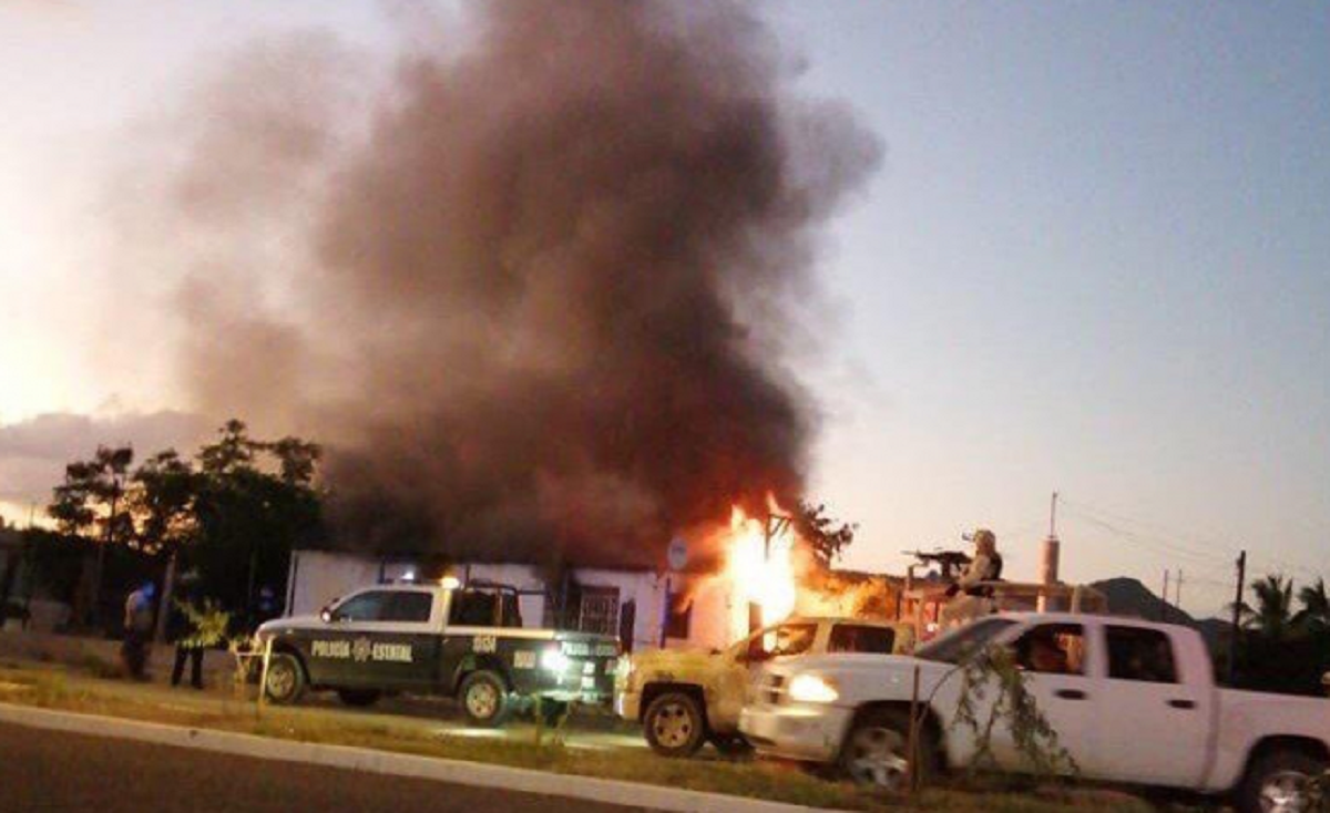Arde Sonora, sicarios queman casa con niños dentro; logran salvarse