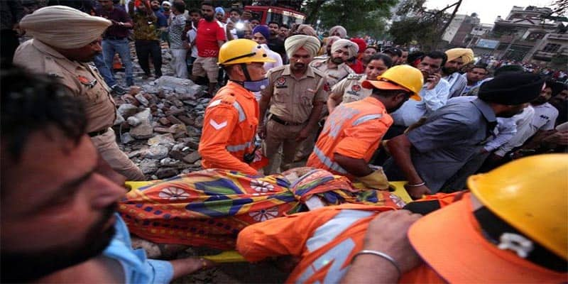 Tienda de fuegos artificiales explota y deja 20 muertos
