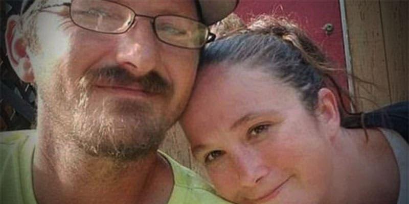 Arrestan a pareja que recibió por error dinero del banco y se lo gastó