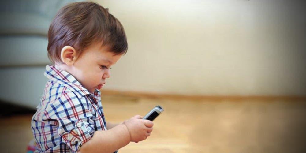 ALERTA: Dejar que los niños utilicen el celular es como darle drogas