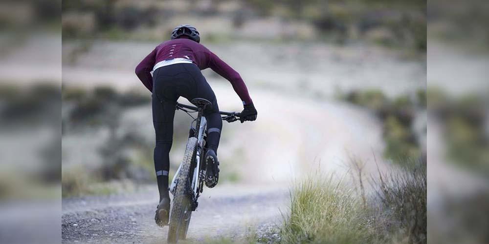 Ciclista muere arrollado en carretera