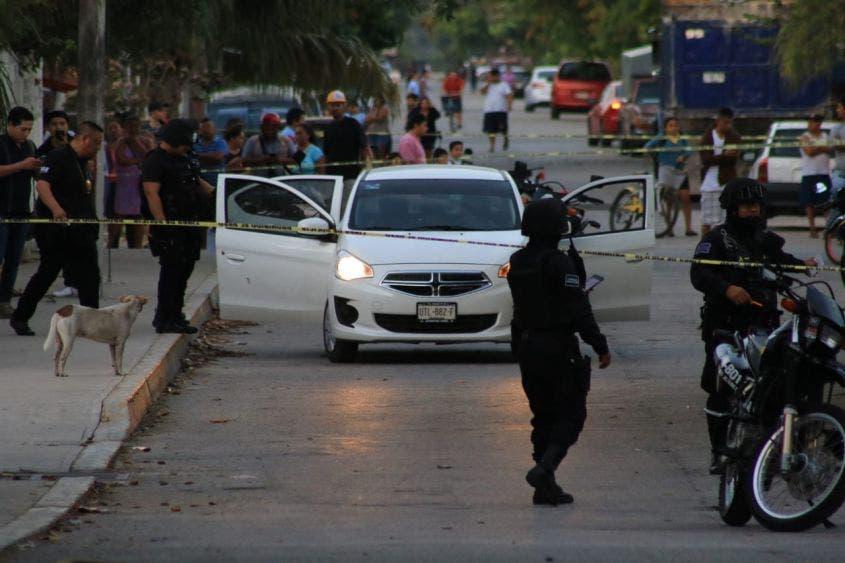 Ejecutan a hombre tras dejar a su hijo en una escuela de Cancún.