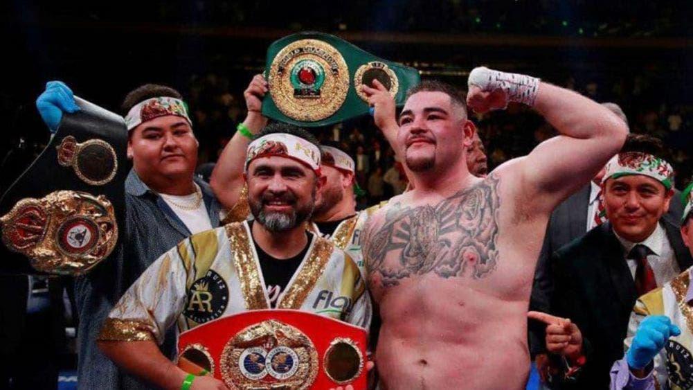 El ex campeón Andy Ruiz corre a su entrenador Manny Robles