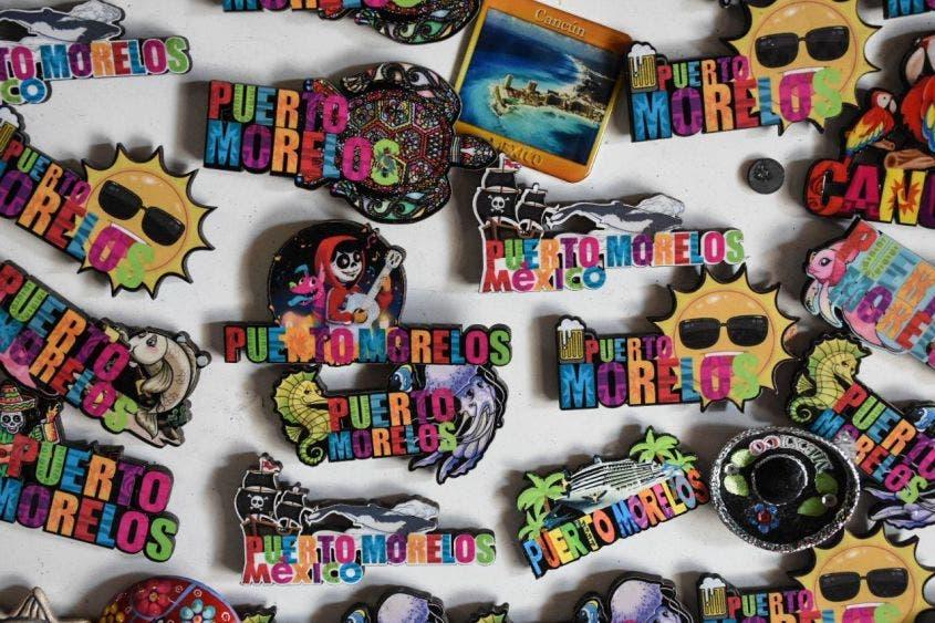La oferta artesanal de los artistas de Puerto Morelos es abundante