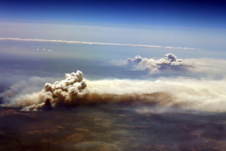 Vista aérea de los incendios descontrolados en el valle de Richmond, en Nueva Gales del Sur, el 26 de noviembre de 2019. Saeed Khan / AFP