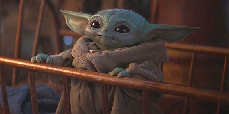 """Actor de """"The Mandalorian"""" golpea a Baby Yoda brutalmente"""