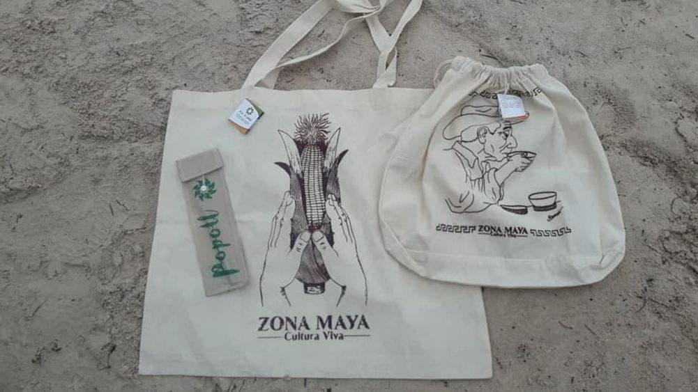 Lanzan al mercado bolsas de manta estampadas con temas mayas
