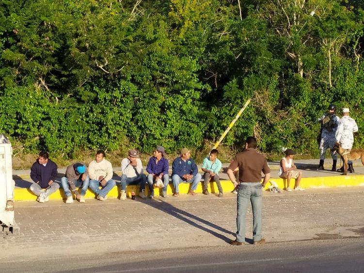 Realizan operativos contra trabajadores extranjeros ilegales en Cozumel; apoya la Guardia Nacional la medida aplicada por Migración.