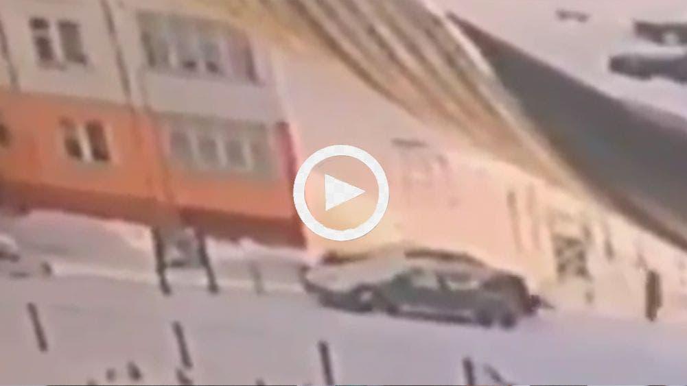 Increíble! Una mujer cae de noveno piso y se va caminando