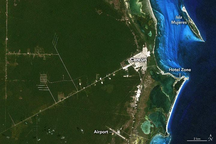 Imagen Satelital de la NASA de como lucia Cancún en sus inicios